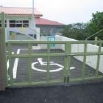 引き戸、金属ゲート